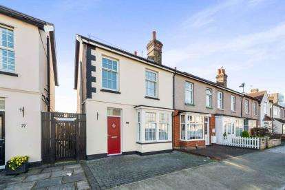 3 Bedrooms End Of Terrace House for sale in Mawneys, Romford, Essex