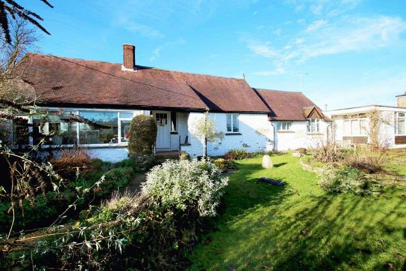 4 Bedrooms Detached Bungalow for sale in Long Crendon, Buckinghamshire