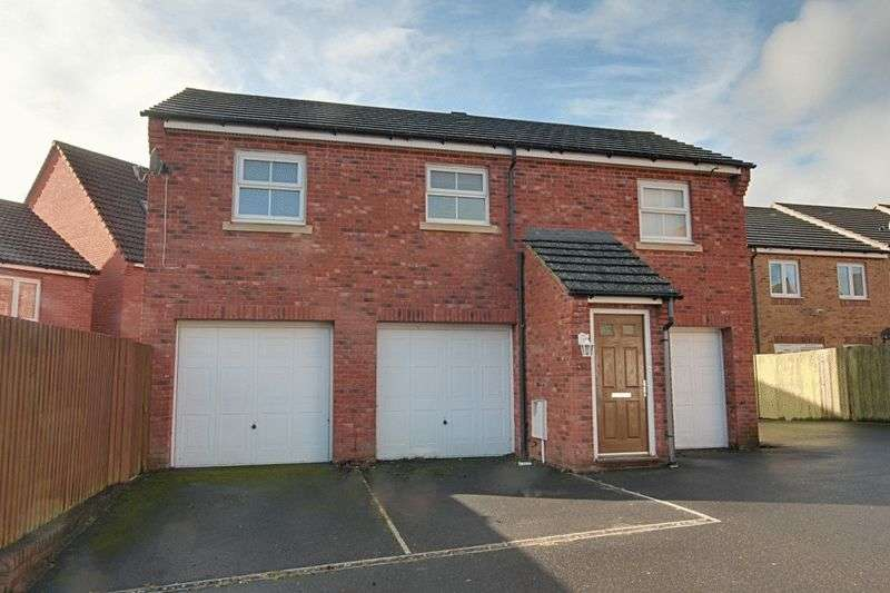 2 Bedrooms Flat for sale in Garth Road, Trowbridge