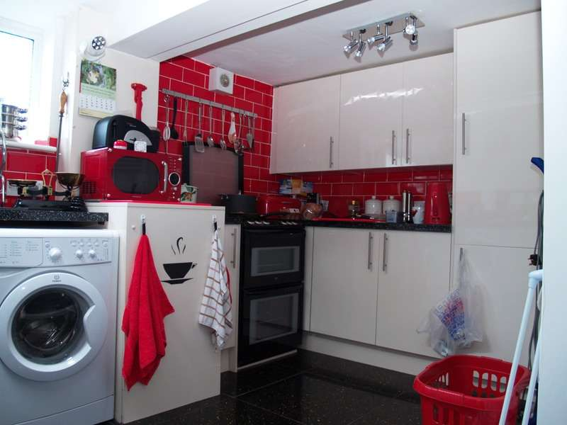 4 Bedrooms Terraced House for sale in James Street, Scarborough, North Yorkshire, YO12
