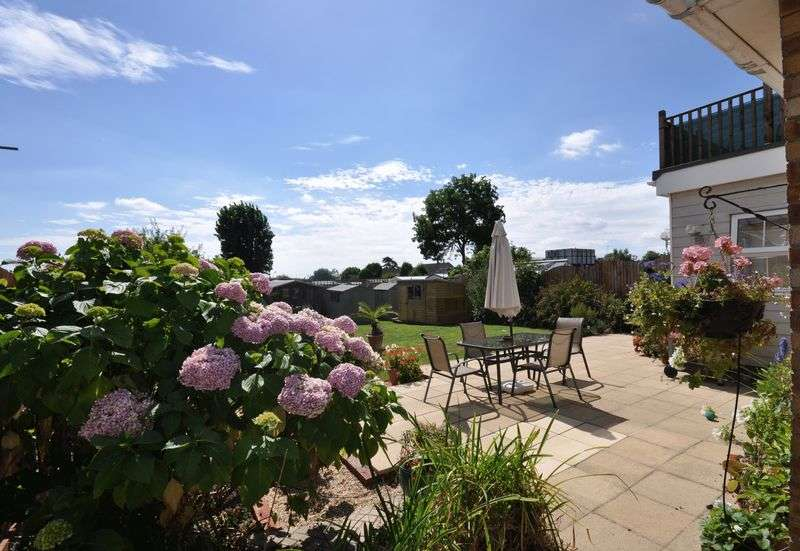 4 Bedrooms Detached House for sale in Estuary Park Road , West Mersea