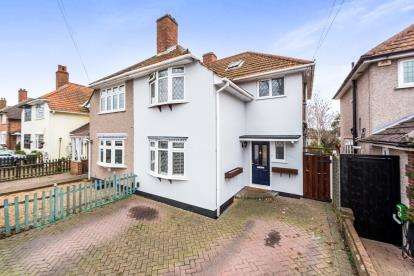 3 Bedrooms Semi Detached House for sale in Mawneys, Romford, Essex