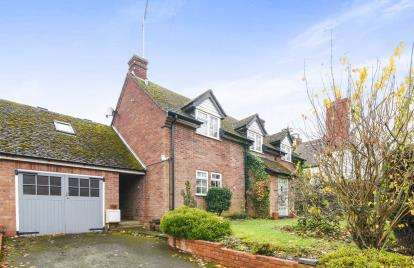 3 Bedrooms Detached House for sale in Main Street, Church Lench, Evesham, Worcestershire