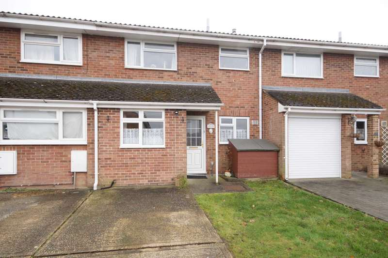 3 Bedrooms Terraced House for sale in Elm Close, Bordon, Hampshire, GU35