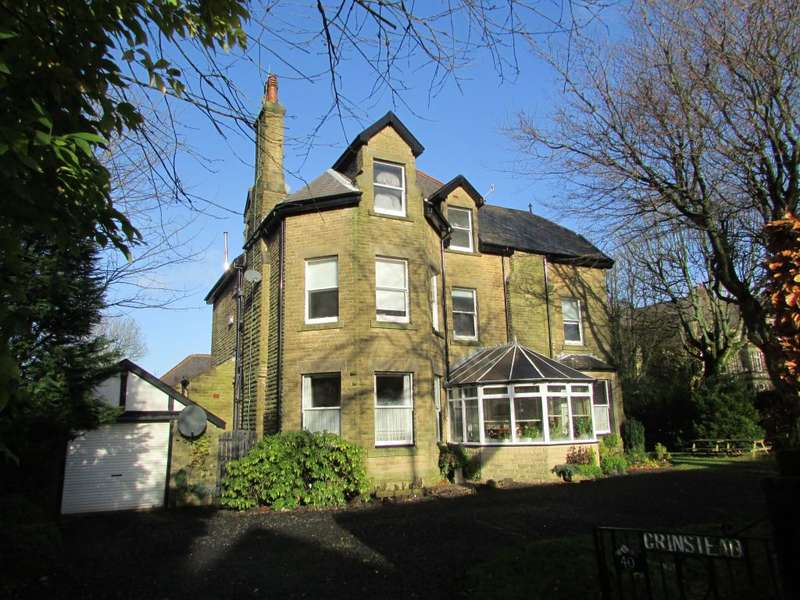 3 Bedrooms Flat for sale in Green Lane, Buxton