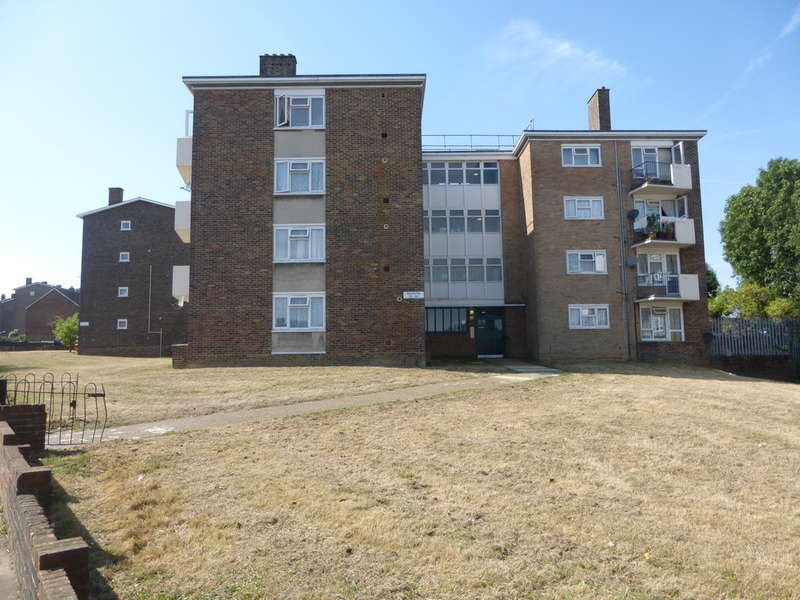 3 Bedrooms Flat for sale in Dunsfold Way, New Addington, CR0 0TP