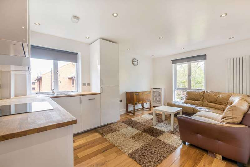 2 Bedrooms Flat for sale in Claremont Grove, Chiswick, W4
