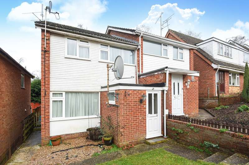 3 Bedrooms Semi Detached House for sale in Sandbrooke Walk, Burghfield Common, Reading, RG7