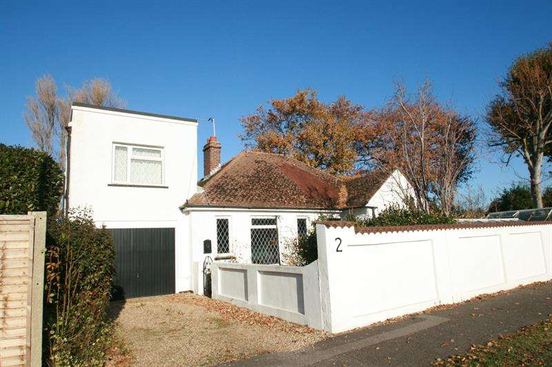 3 Bedrooms Detached Bungalow for sale in Park Road, Hayling Island
