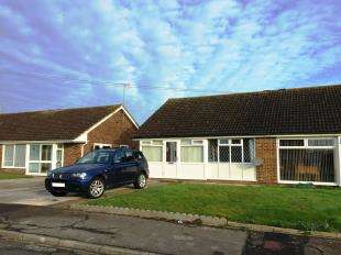 2 Bedrooms Bungalow for sale in Stroud Green Drive, Bognor Regis