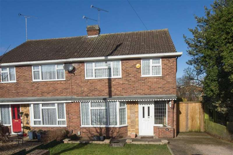 3 Bedrooms Property for sale in Jeans Way, Dunstable, Bedfordshire, LU5