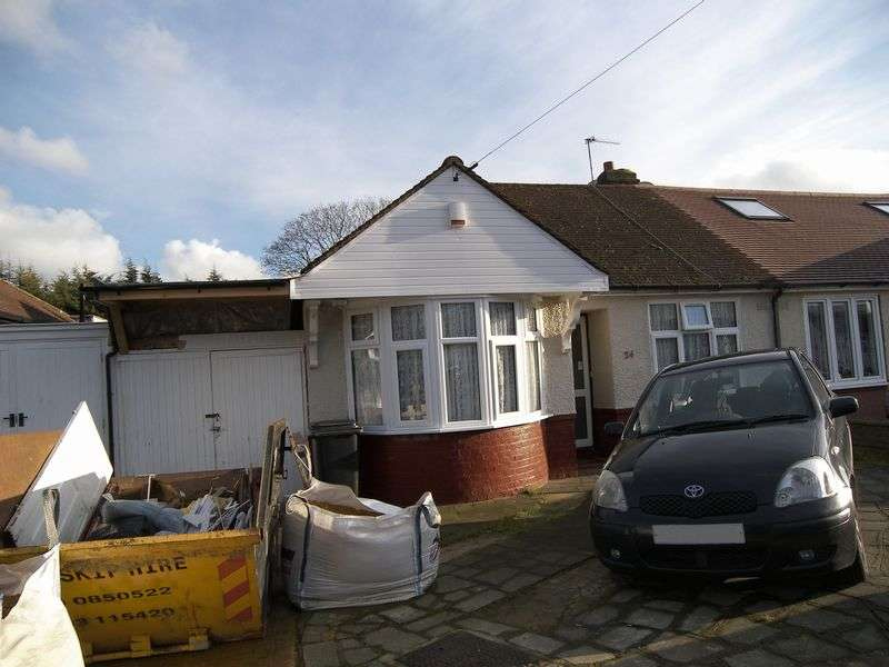 2 Bedrooms Semi Detached Bungalow for sale in TIVERTON AVENUE CLAYHALL IG5