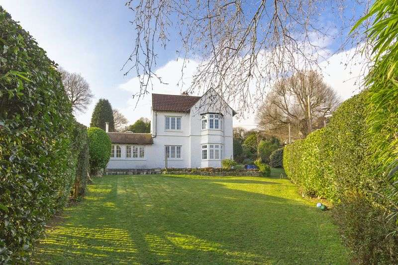 3 Bedrooms Detached House for sale in Trevarrick Road, St. Austell