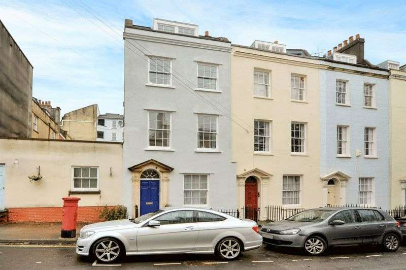 1 Bedroom Flat for sale in York Place, Clifton