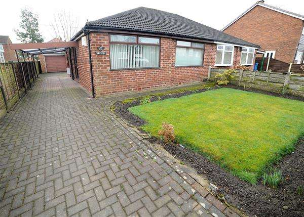 2 Bedrooms Bungalow for sale in 27 Parkstone Road, Irlam M44 6LB