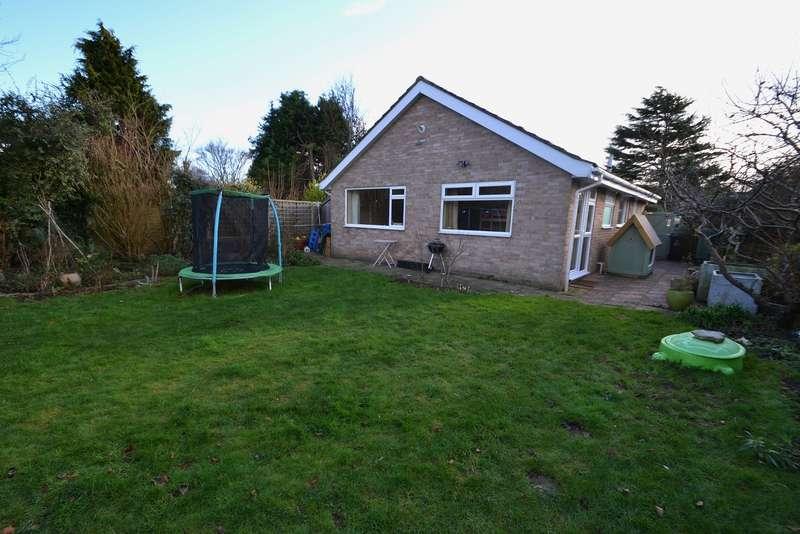 2 Bedrooms Detached Bungalow for sale in Merley