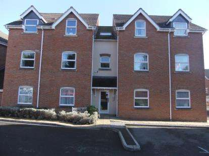 2 Bedrooms Flat for sale in Jubilee Close, Salisbury, Wiltshire