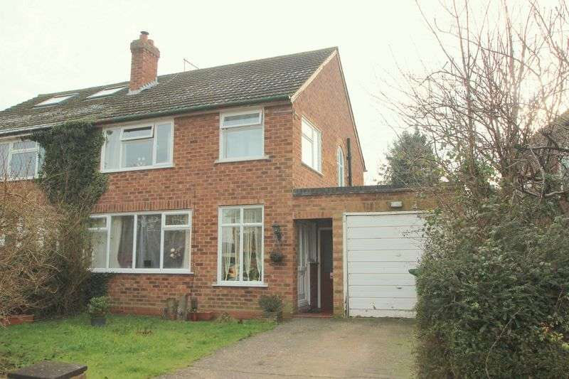 3 Bedrooms Semi Detached House for sale in Oakleigh Road, Stratford-Upon-Avon