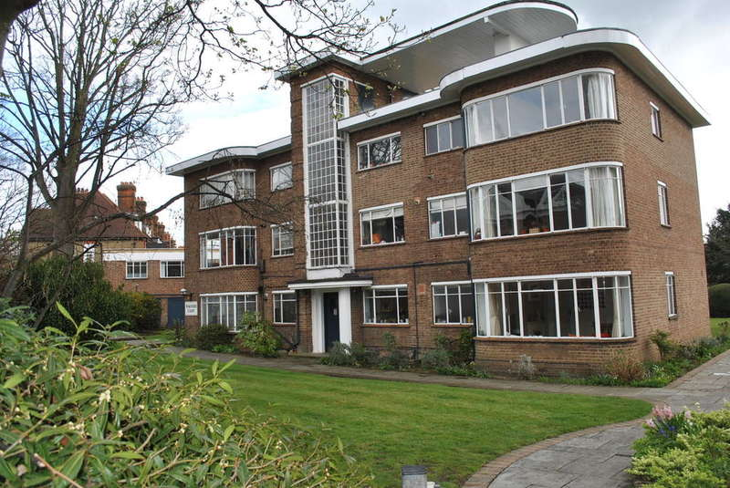 3 Bedrooms Ground Flat for sale in East Molesey