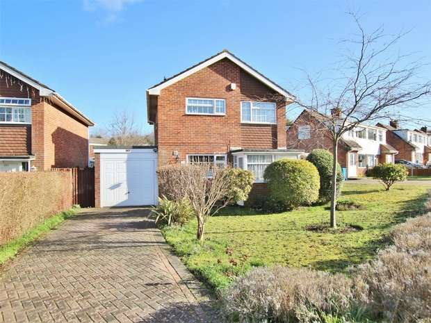 3 Bedrooms Detached House for sale in Verity Crescent, Canford Heath, Poole, Dorset