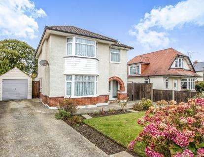 3 Bedrooms Detached House for sale in Charminster, Dorset, Bournemouth