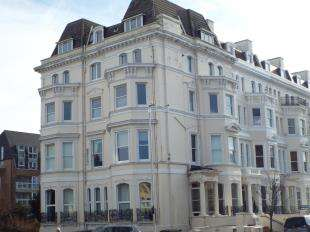 3 Bedrooms Flat for sale in Clifton Gardens, Folkestone, Kent, England