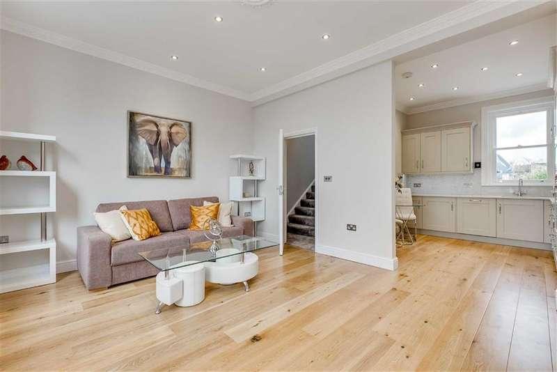 3 Bedrooms Flat for sale in Webbs Road, Between the Commons