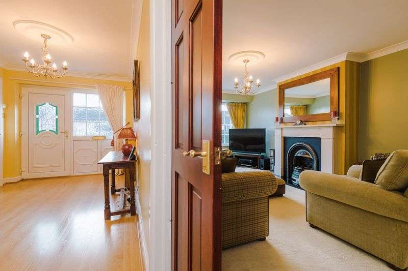 4 Bedrooms Semi Detached House for sale in Lodge Close, Lymm