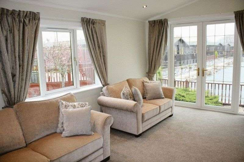 2 Bedrooms Bungalow for sale in 4 Lakeside, Willowgrove Park, Sandy Lane, Preesall, Poulton-Le-Fylde, Lancashire, FY6 0RB
