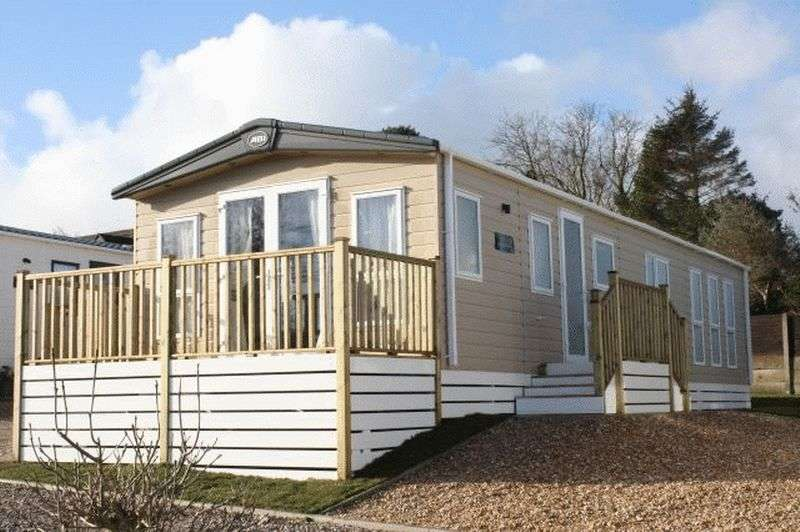 2 Bedrooms Bungalow for sale in Pool Brow Park, Poolfoot Lane, Poulton, Lancashire, FY6 8LY