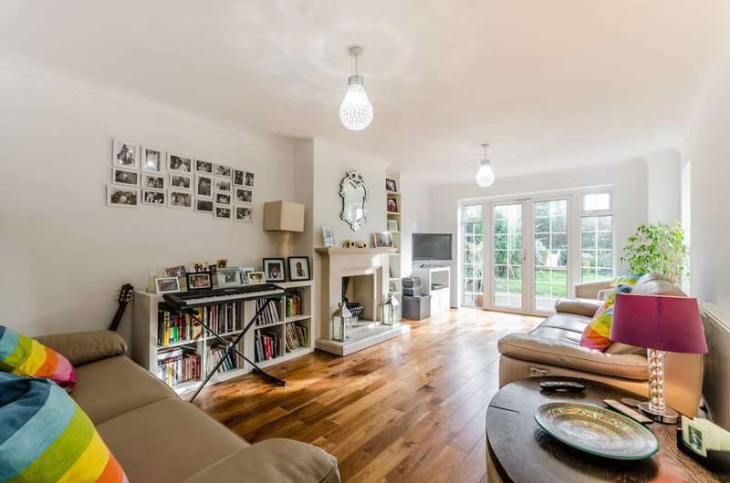 4 Bedrooms House for sale in Emmaus Way, Chigwell, IG7