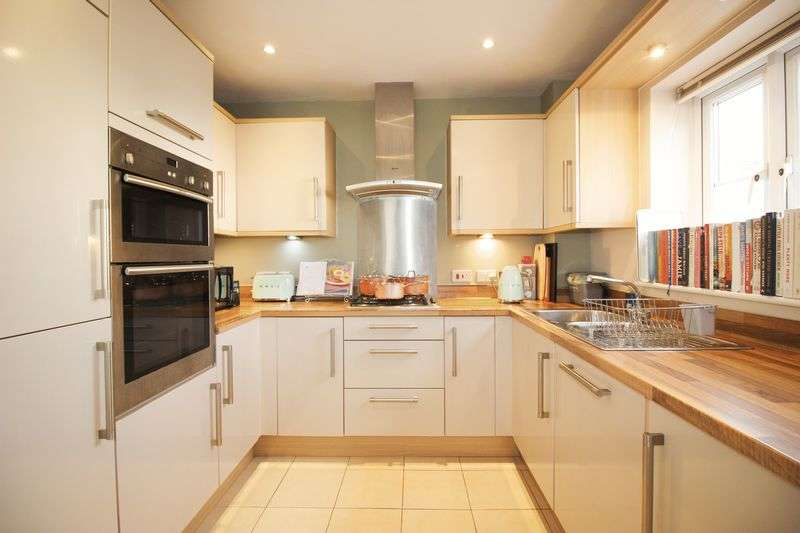 2 Bedrooms Terraced House for sale in Horace Road, Rochester