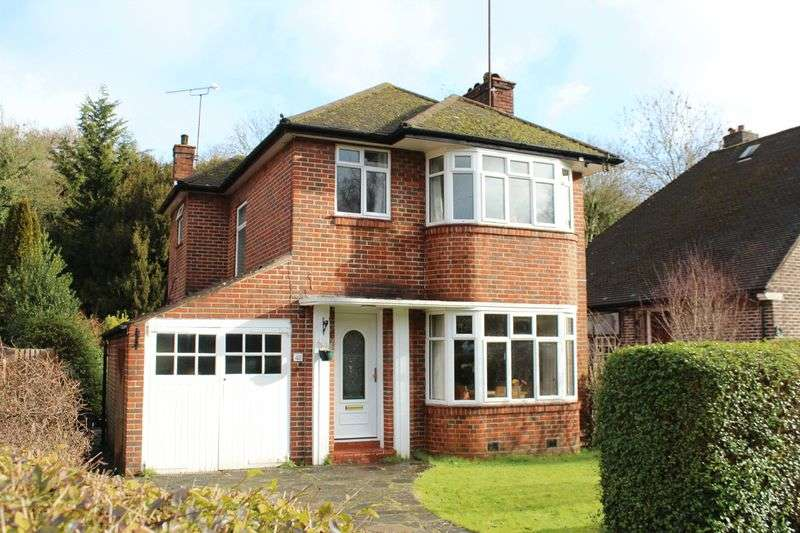 3 Bedrooms Detached House for sale in Lower Barn Road, Riddlesdown, Purley, Surrey