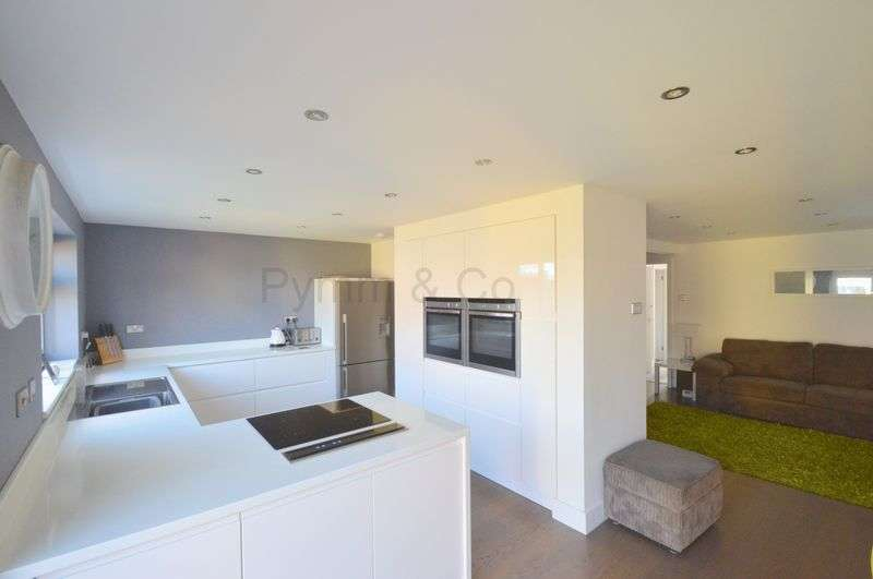 3 Bedrooms Detached Bungalow for sale in Grove Avenue, New Costessey