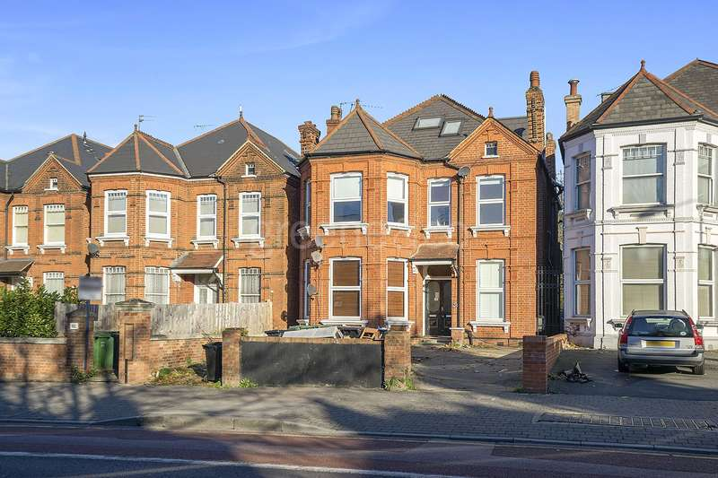 2 Bedrooms Flat for sale in Shoot Up Hill, Kilburn, London, NW2