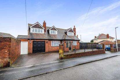 4 Bedrooms Bungalow for sale in Church Hill, Wednesbury, West Midlands