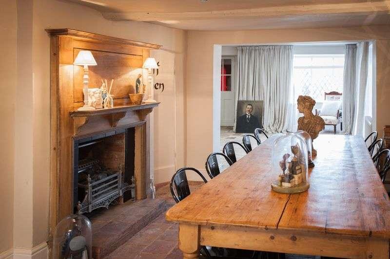 6 Bedrooms Detached House for sale in The Elephant & Castle, Rowington