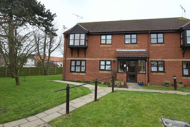 2 Bedrooms Flat for sale in Marlborough Court, Oulton Broad, Lowestoft