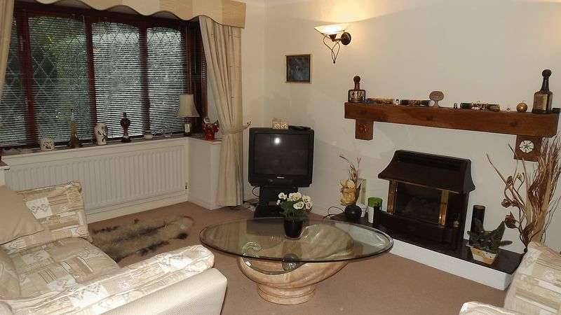 3 Bedrooms Detached House for sale in Foxwood Drive, Preston