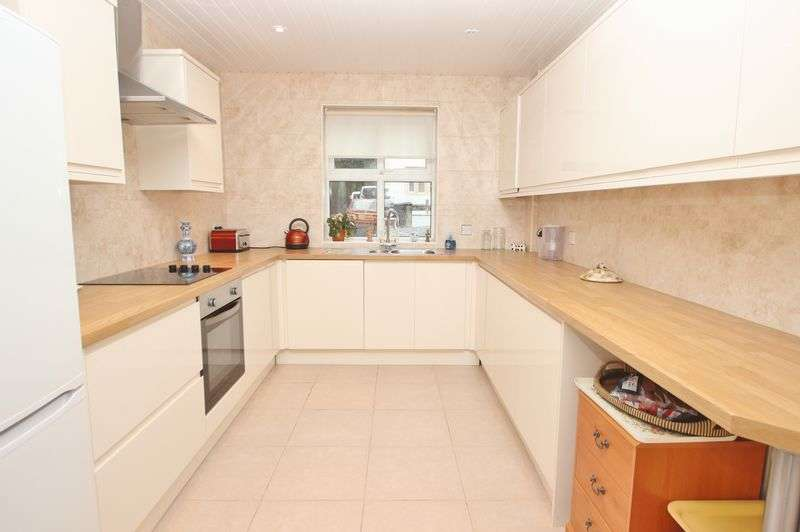 3 Bedrooms Detached House for sale in Bath Road, Bournemouth