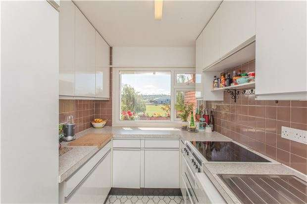 2 Bedrooms Flat for sale in Greenacres, Rayleigh Road, BRISTOL, BS9 2AX