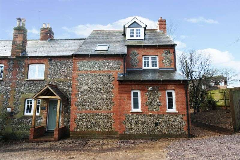 5 Bedrooms Semi Detached House for sale in Frieth/Lane End borders.