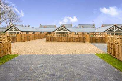 2 Bedrooms Bungalow for sale in Tower Close, Ramsey, Huntingdon, Cambridgeshire