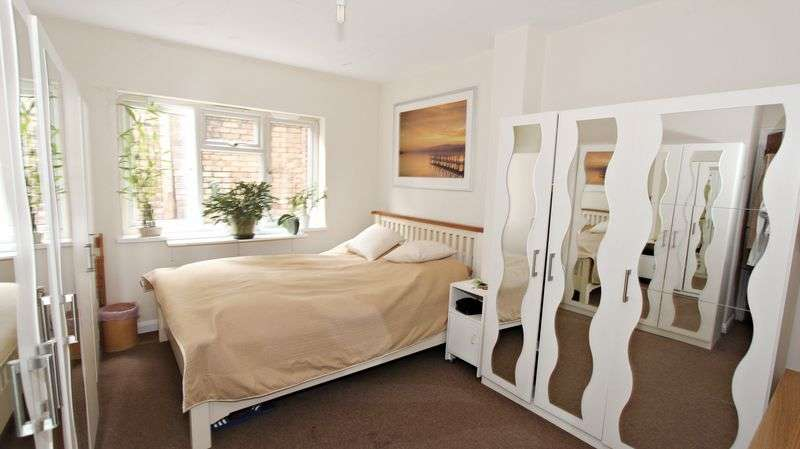1 Bedroom Flat for sale in Crossway Parade, Wood Green