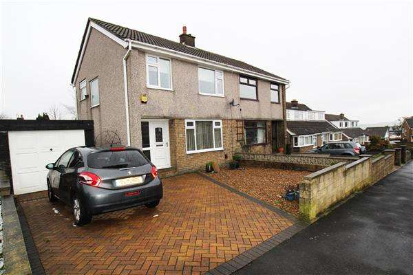 3 Bedrooms Semi Detached House for sale in Heathmoor Way, Illingworth, Halifax