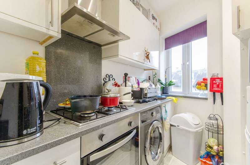 2 Bedrooms Flat for sale in Lancaster Road, New Barnet, EN4