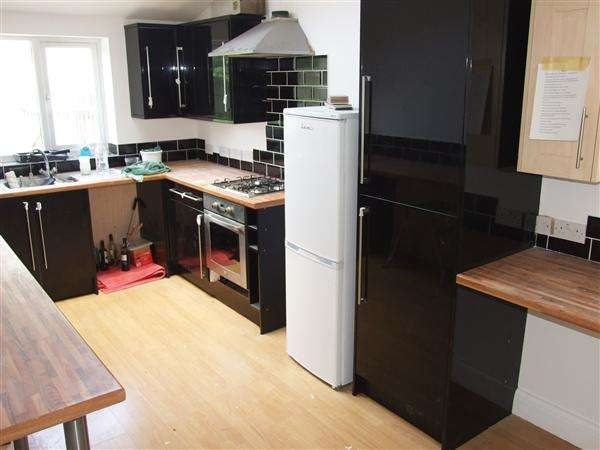 7 Bedrooms House for rent in Old Shoreham Road, Brighton
