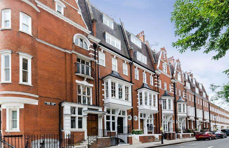 2 Bedrooms Flat for sale in Sloane Court East, London, SW3