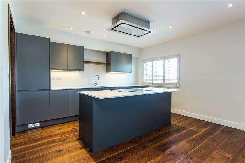 3 Bedrooms Flat for sale in Woodstock Grove, Shepherds Bush, W12