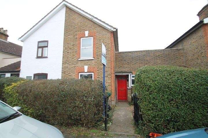 2 Bedrooms Terraced House for sale in Edgell Road, Staines-Upon-Thames, TW18